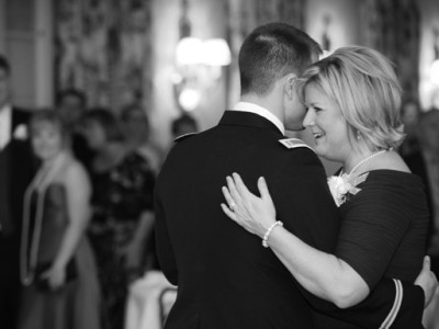 mom-son-wedding-dance